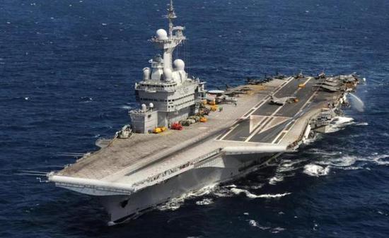 """""""戴高笑""""号航母满载排水量为4.2万吨"""