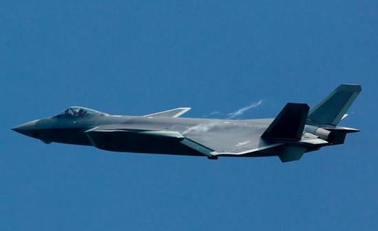 最初设计,歼-20战斗机要装备推力矢量飞机的,具备超机动能力