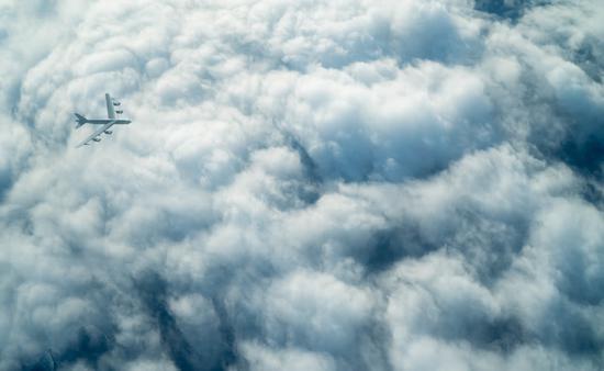 美军B52轰炸机接近俄军驻叙利亚空军基地