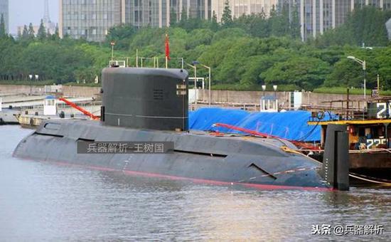 (新式导弹试验艇)