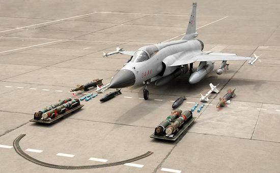 枭龙战斗机使用了更落后的发动机,性能却大幅度领先