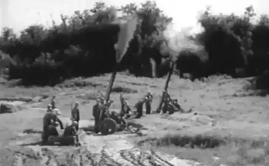 ▲金门炮战中开火的56式迫击炮