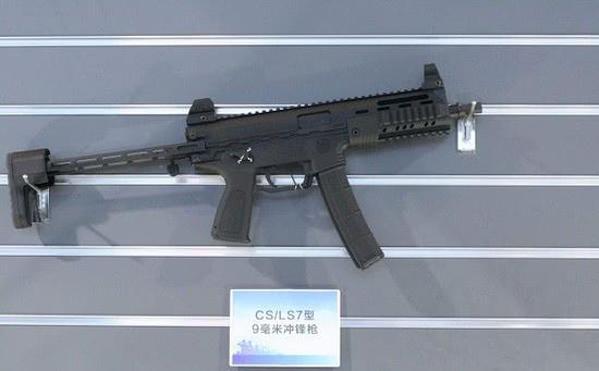 采用伸缩枪托的CS/LS7冲锋枪