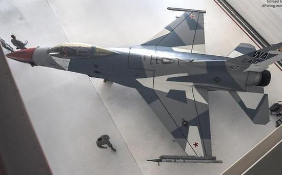 (这架用于模拟俄罗斯空军苏-35S战斗机的F-16就来自第57联队)