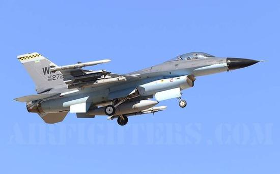 (美军伪想敌部队的重点模拟对象逐渐转向中国,图为采用歼-11B涂装的F-16)