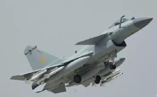 歼-10CC战斗机,注意它的进气道没有传感器