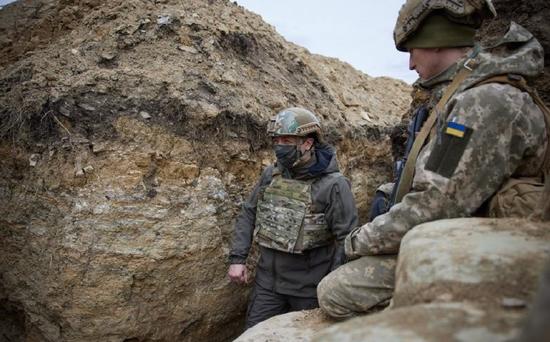 俄军重兵进驻俄乌边境 两个精锐集团军成为总预备队