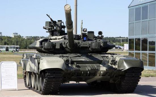 印度陆军主要作战装备为俄制T-72主战坦克、T-90主战坦克