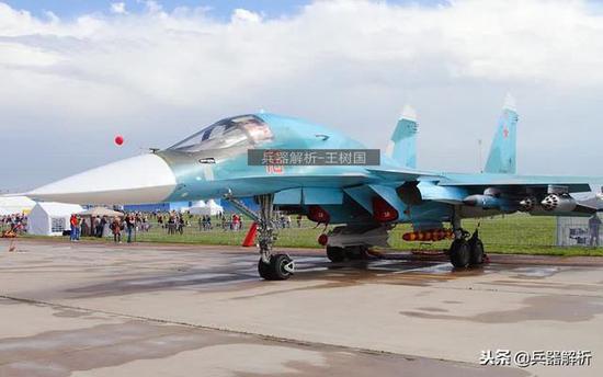(具备空中添油能力的苏34战机)