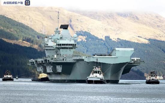 """资料图:今春,""""伊丽莎白女王""""号航母在苏格兰地区训练,为亚洲首航做准备(央视新闻)"""