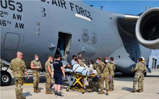 在機艙內接生!阿富汗婦女在美C-17運輸機上誕下女嬰
