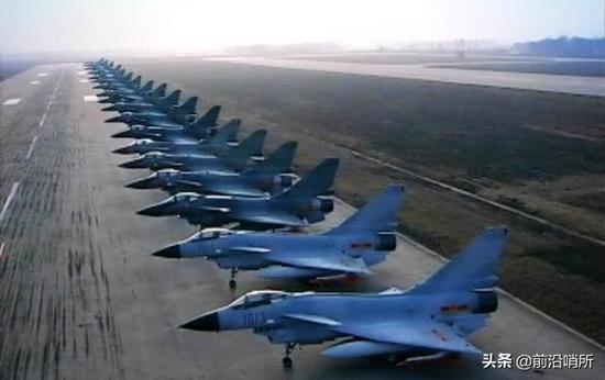 中国空军装备超过350架歼-10系列战机
