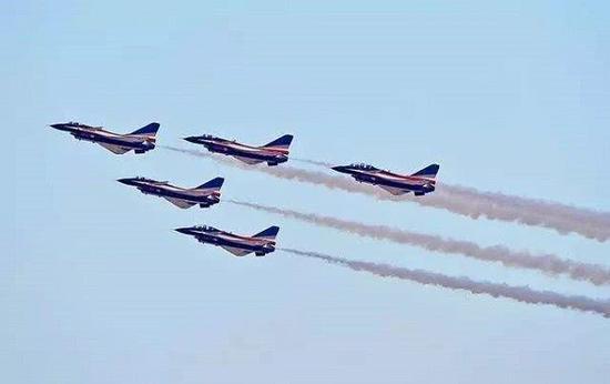 2017年八一飞行表演队参加迪拜航展