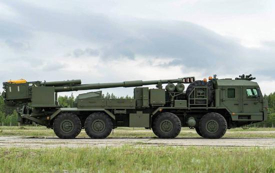 """俄军新锐!152毫米""""锦葵""""卡车炮实射 陆军司令视察"""