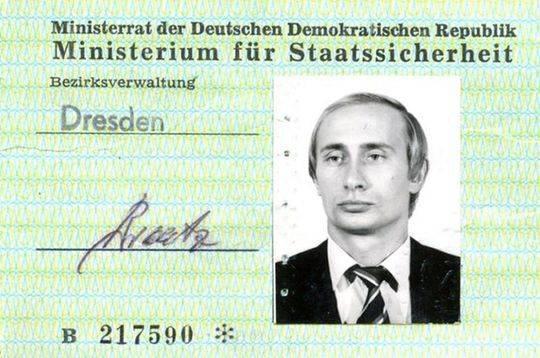 1986年,普京获得了史塔西警察身份证。