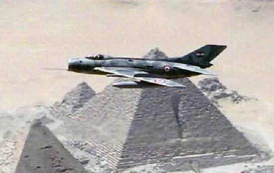 埃及空军歼-6战斗机飞越金字塔