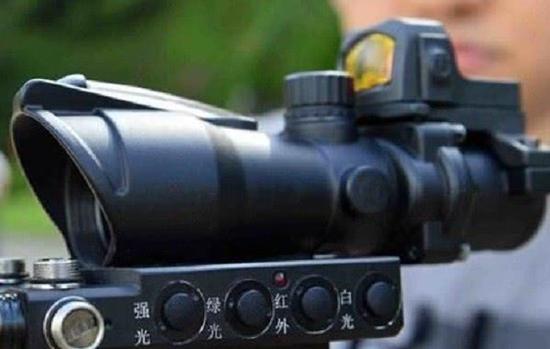 集成了红点式瞄准镜的国产先进光学瞄准镜
