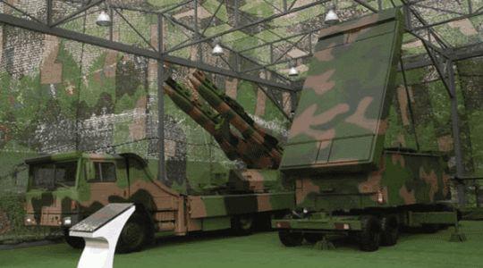 """2007年""""我们的队伍向太阳""""建军80周年国防建设成就展上的红旗-12系统"""