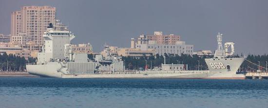 071型船坞登陆舰_解放军洲际投送力量如何能在瞬间翻倍 需靠这项技术 人工港 ...