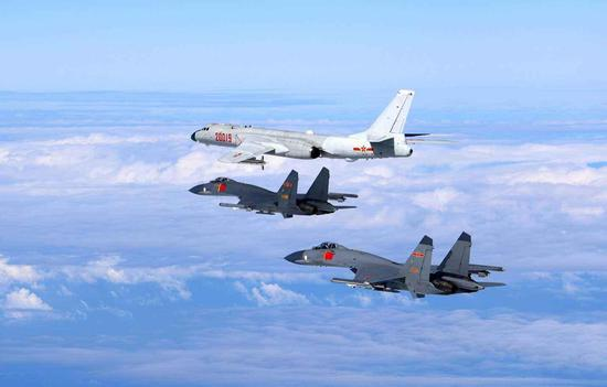 �VӖ��_解放军轰6歼11飞近台湾岛 战舰或已抵达台南方海域