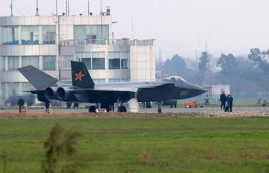 中国空军宣布歼20已进入战备值班 可随时对抗美军F22