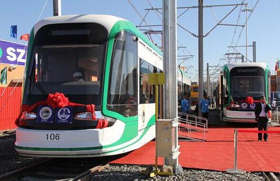 2015年2月1日,埃塞俄比亚首都亚的斯亚贝巴轻轨正式开通测试 图自新华网