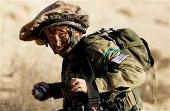 以色列宣传照,投掷手雷