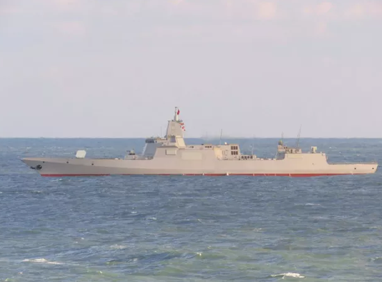 首艘055舰也会服役并参加阅舰式