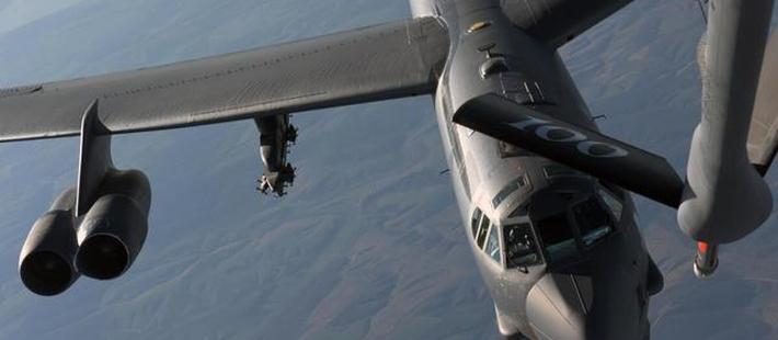 伊朗悬了!两大打击群合围 美军第三批核轰紧急跨洋部署