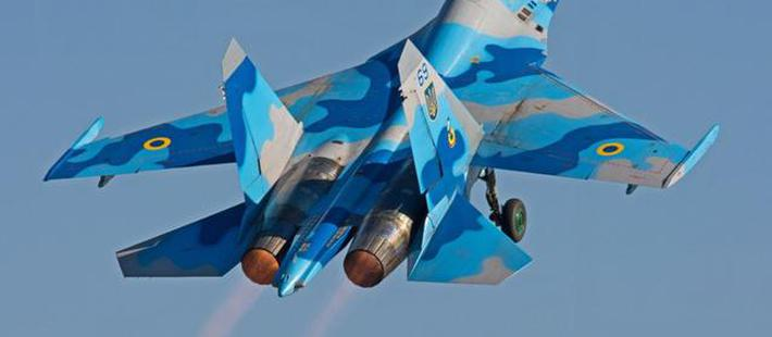 美俄航发设计差距巨大?喷出红蓝两种颜色火焰,到底谁更先进?