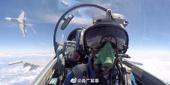 中美关系紧张之际 解放军1个月内公布9场大军演