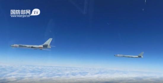 国防部:海军出动轰6J等新型战机在南海高强度演练
