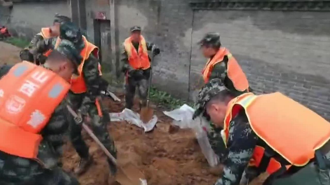 汾河新绛段决口 武警官兵与当地救援力量全力抢险