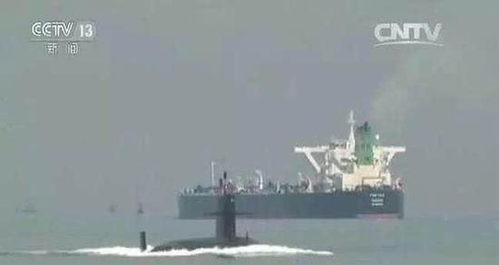 091改进型核潜艇在亚丁湾执行护航任务。
