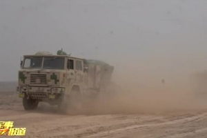 实拍:大漠深处 炮兵分队恶劣天候实弹射击