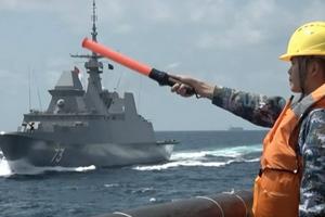 中国、新加坡海军舰艇编队在新加坡附近海域联合演习