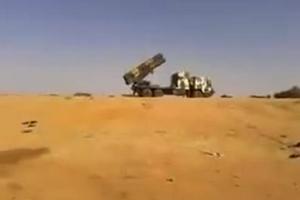 实拍:苏丹军队发射卫士-1B型远程火箭炮