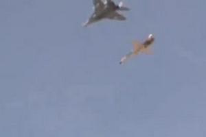伊朗空军演示导弹拦截导弹:F-5先射米格-29接着拦截