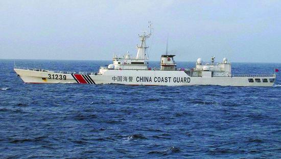 中国海警船在钓鱼岛领海内追逐日本渔船