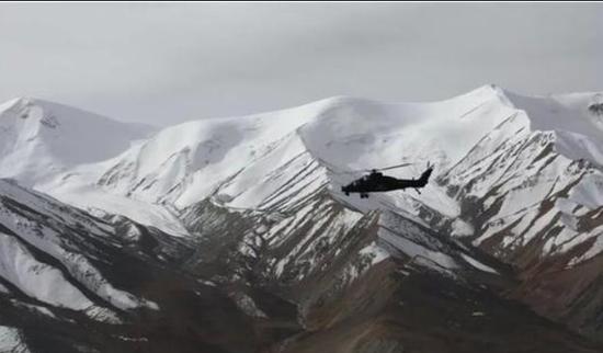 直-10驻训高原飞越雪山