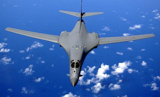 """美轰炸机在中国周边频飞""""诡异路线"""" 或演练模拟攻击"""