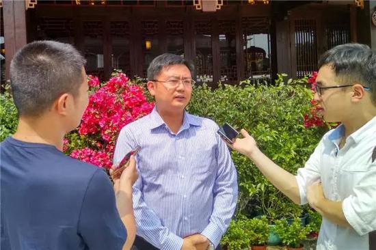 漳州建發國際旅行社有限公司總經理鐘海鷹接受媒體采訪