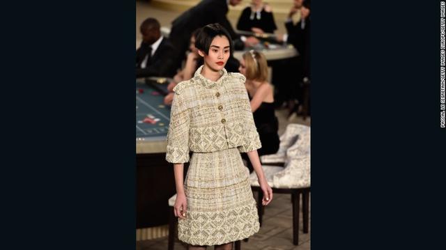 2015年Chanel高定秀场上的服装是由3D打印机制作而成