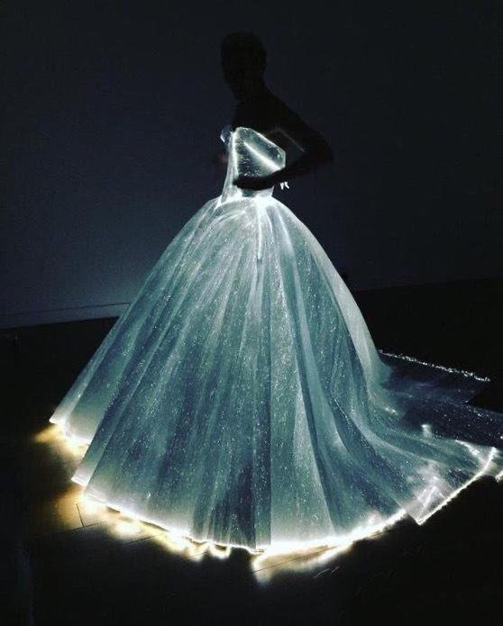 Claire Danes穿Zac Posen发光裙