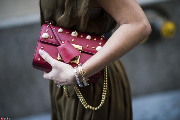 Gucci镶嵌珍珠的包包
