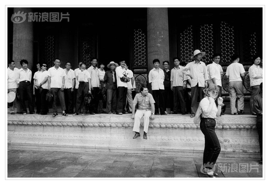 黑龙江一市委原统战部女部长被双开:违规出入会所