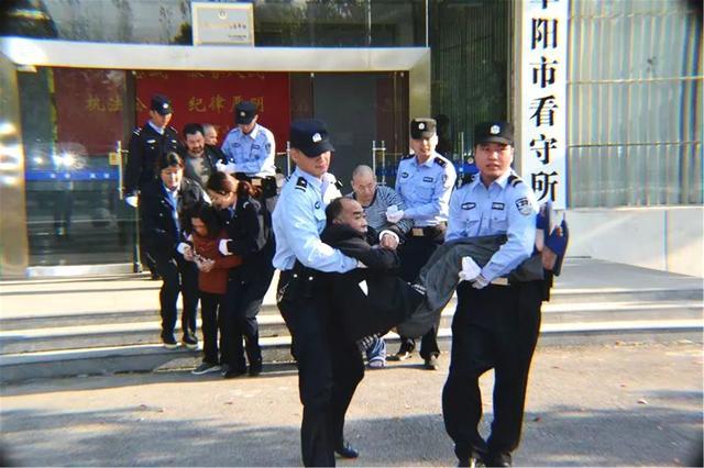 武汉出港航班发现疑似传染病人?天河机场通报来了