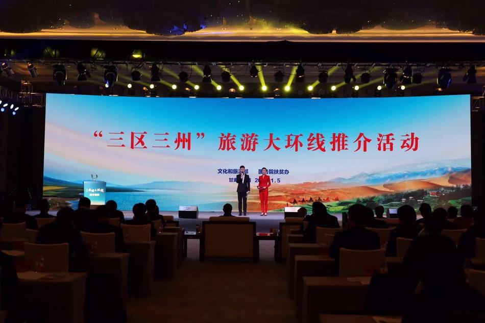 香港中联办主任骆惠宁拜会董建华,就香港形势进行深入交流
