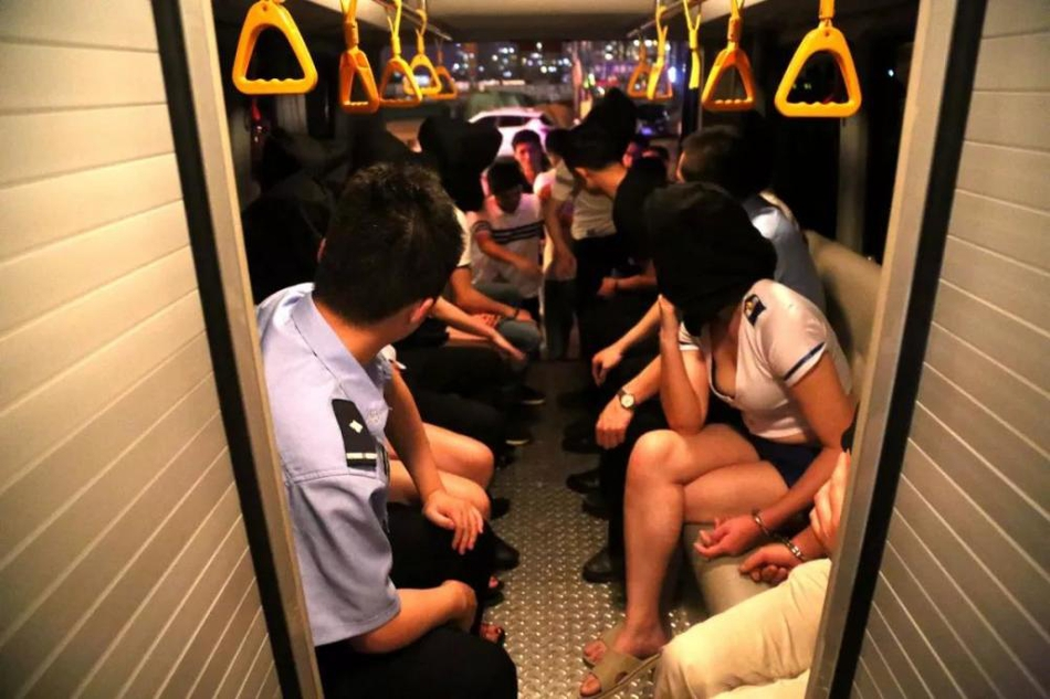 俄罗斯一直微视频一位香港良心逮捕