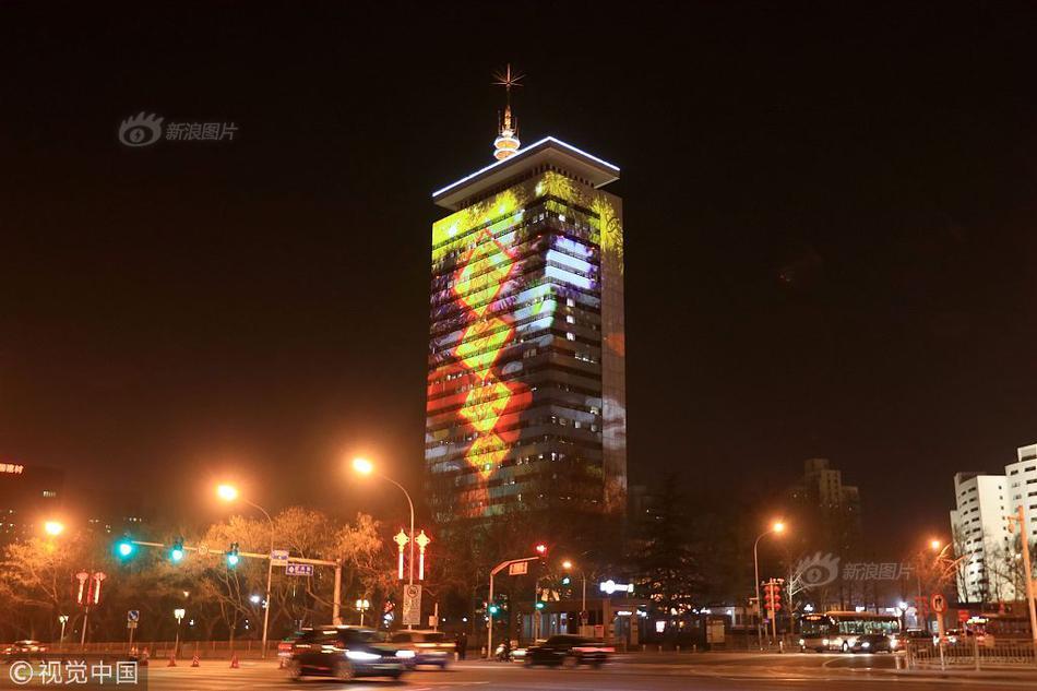 韩国光化门集会如期举行 民众紧挨参加 市长出面